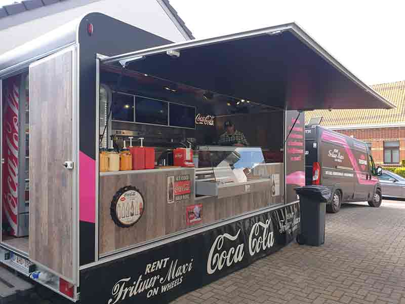 Frituur Maxi on Wheels Foodtruck Coca Cola 03