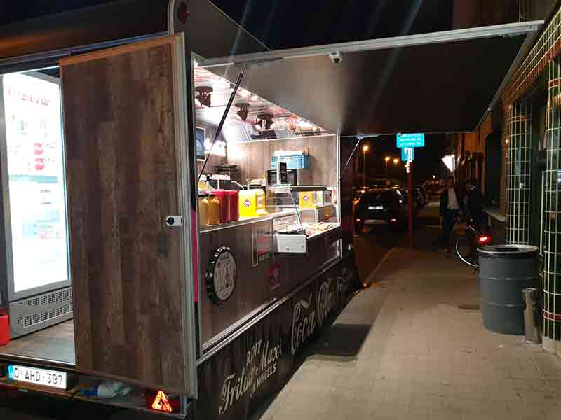 Frituur Maxi on Wheels Foodtruck Coca Cola 06