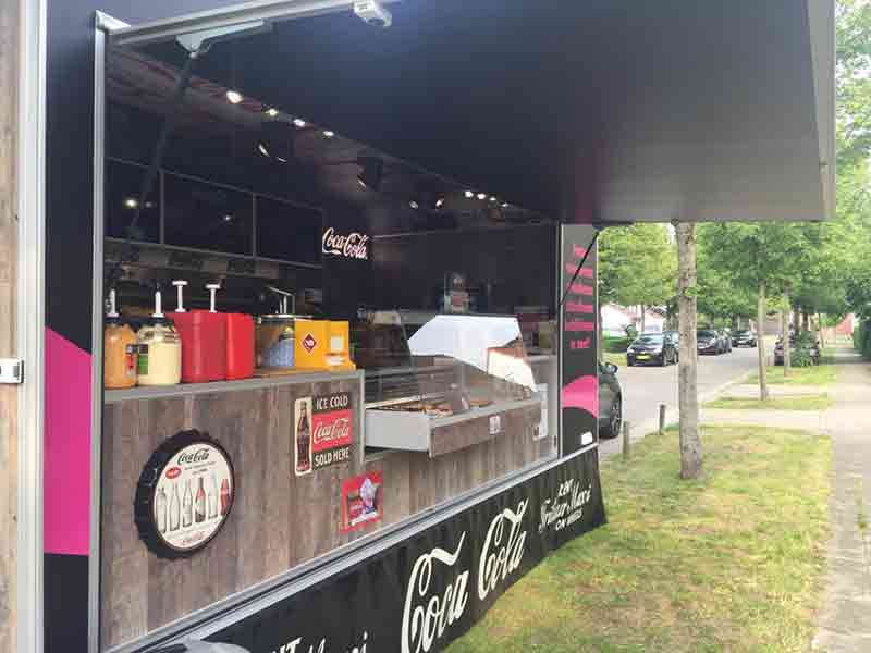 Frituur Maxi on Wheels Foodtruck Coca Cola 07